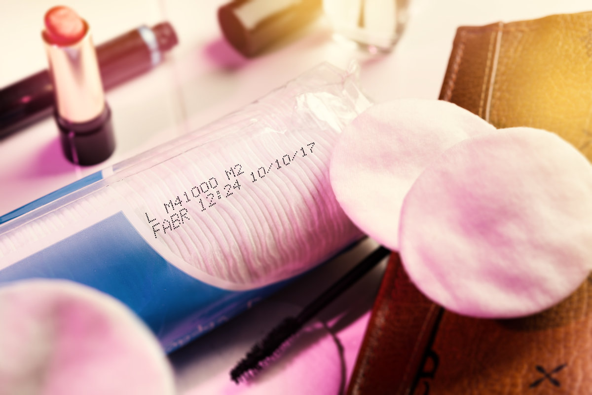 Lotto Stampato Con Getto D'inchiostro Continuo Su Confezione Cosmetica- Hitachi Ux E160W